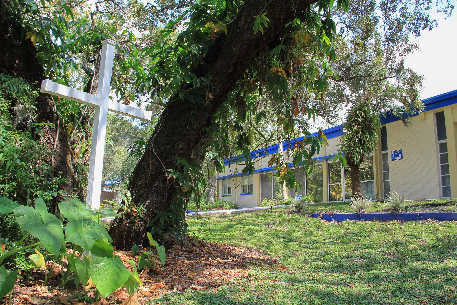 st-anselms-episcopal-chapel-center-cross-05